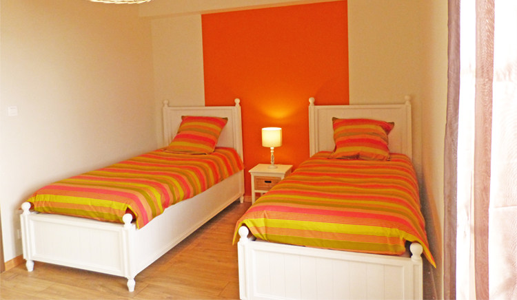 chambre gite jardin deden_orange_2 lits
